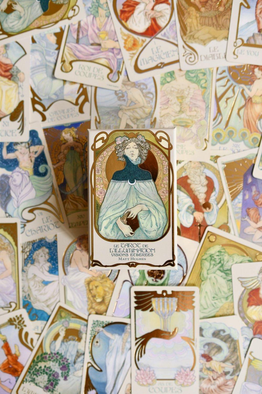 Tarot de l'illumination, Laugh of the moon, Laugh of artist, Victoria Gasperi, Boutique en ligne, Boutique en ligne spirituelle, Boutique en ligne ésotérique, Boutique ésotérique, Boutique spirituelle, Spiritualité, Encens, Fumigation, Oracles, Jeux divinatoires, Librairie spirituelle, Rituel, Rituels, Encens, Encens Palo Santo, Palo Santo, Sauge, Sauge blanche, Sauge blanche 7 chakras, Sauge blanche de californie, Bâton de yerba, Coquille d'ormeau, Tarot, Tarots, Livre spirituel, Tirages, Énergie, Énergie spirituelle, Divination